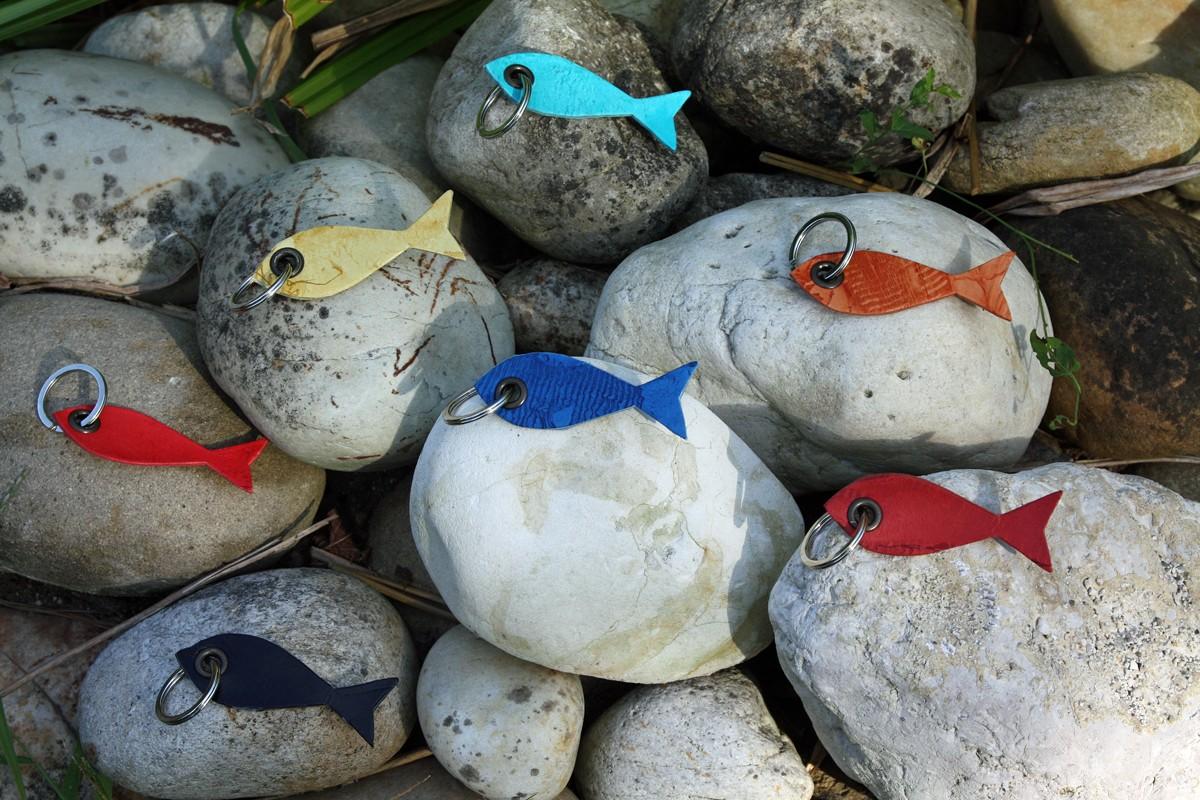 Mirandelle Porte-clés petit poisson en cuir de carpe de Dombes